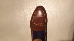 鎌倉シャツの靴下とジャランスリウァヤの革靴